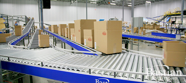 Conveyor in e-commerce fulfillment center
